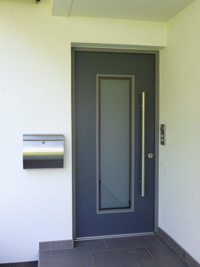 Holzhaustür bauen – Planung, Kosten und Design - Sagen Sie herzlich Willkommen und empfangen Sie Ihre Gäste mit der schönsten Haustür der Stadt.