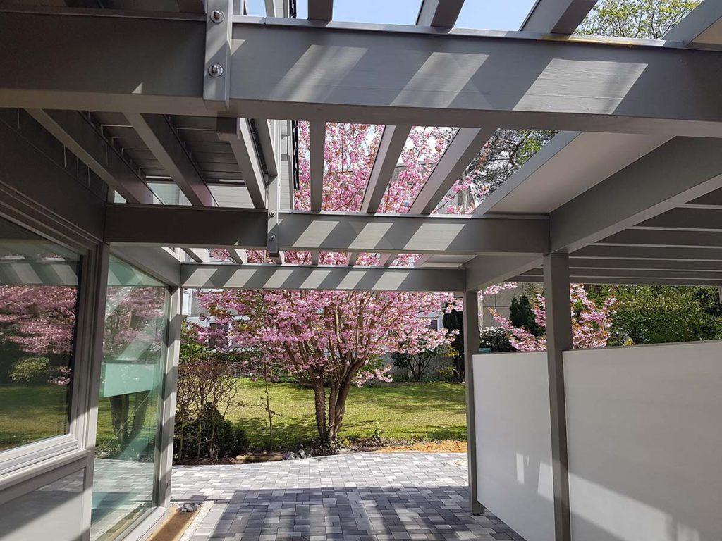 Ihre Terassenüberdachung oder Vordach aus Holz und Glas - Der Regen prasselt auf Ihre Terrasse? Sie wollen trockenen Fußes in Ihr Haus oder Ihren Keller gelangen?