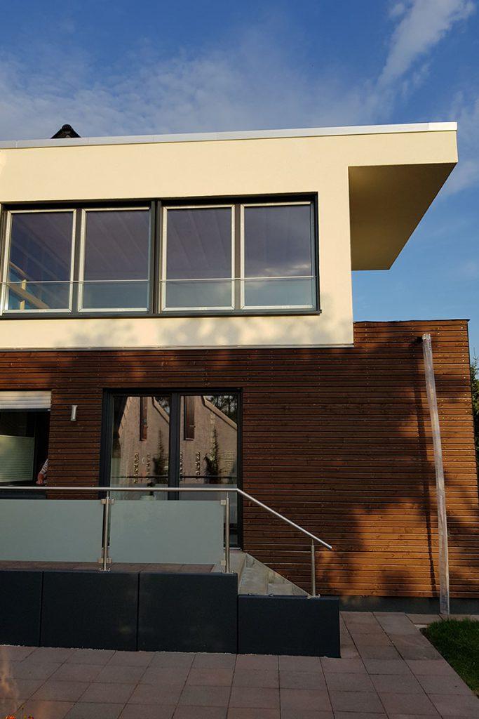 Hausaufstockung aus Holz in Detmold - Bezugsfertig! Wir übergeben die Schlüssel für eine Holz-Aufstockung in Detmold, die wir von der Planung bis zur Fertigstellung begleitet haben.